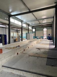 Große HvC Produktions-Halle mit Betonfundament